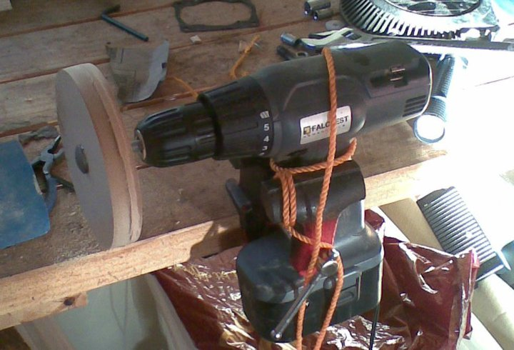 Wood turning and Pulley making with a drill in a vice